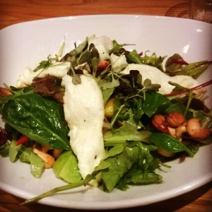Mango-Avocado-Salat mit Halloumni