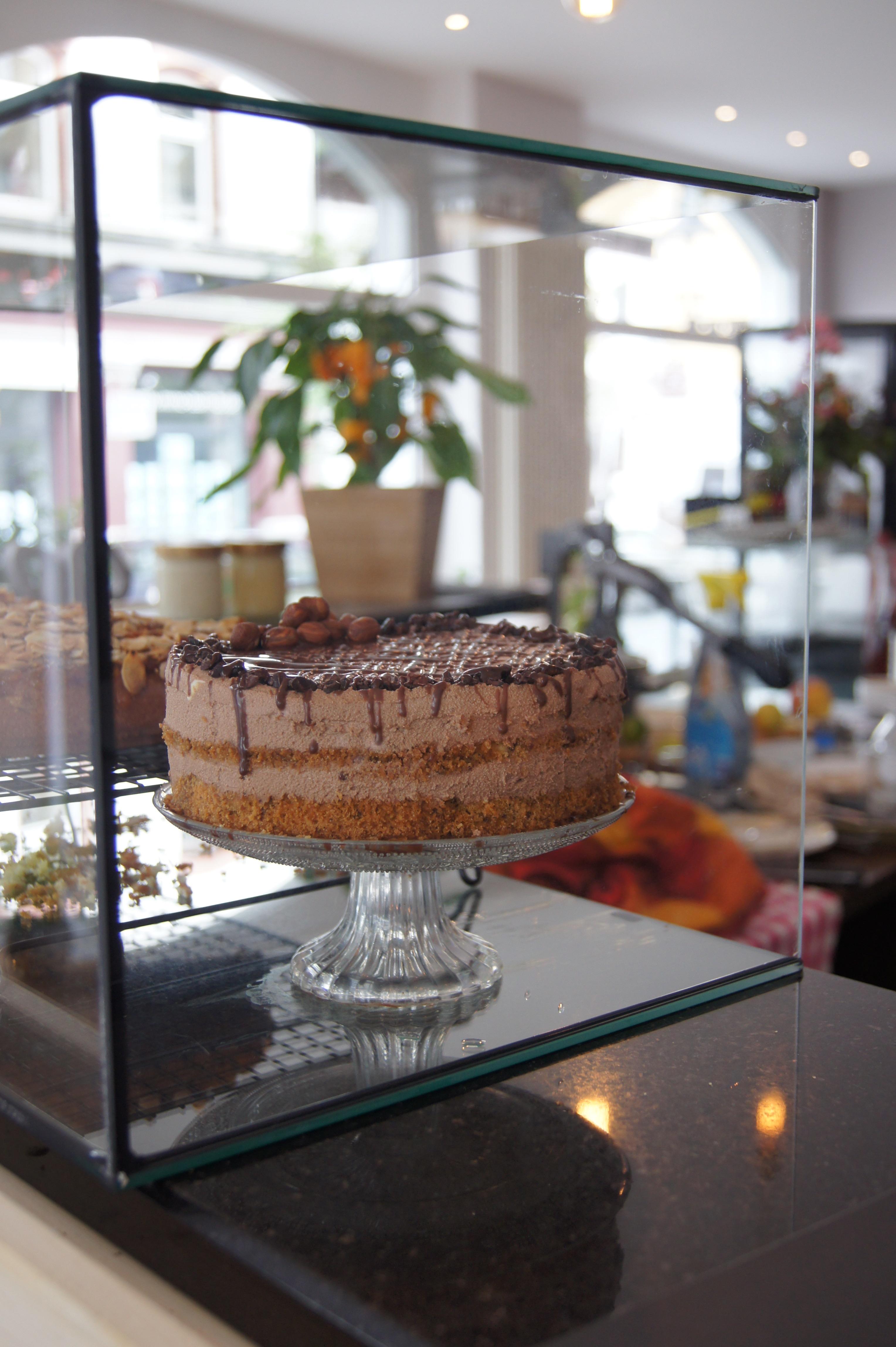 Den Kuchen, den Nina und Svenja anbieten, backen sie jeden Tag selbst