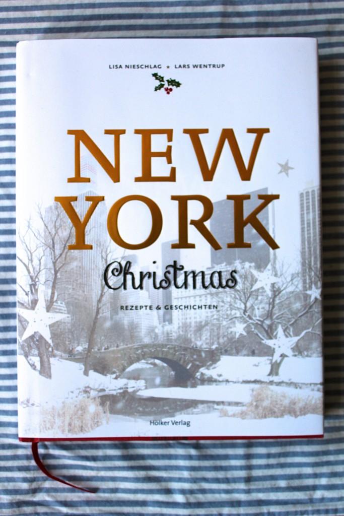 Schon das Cover ist wunderschön weihnachtlich.