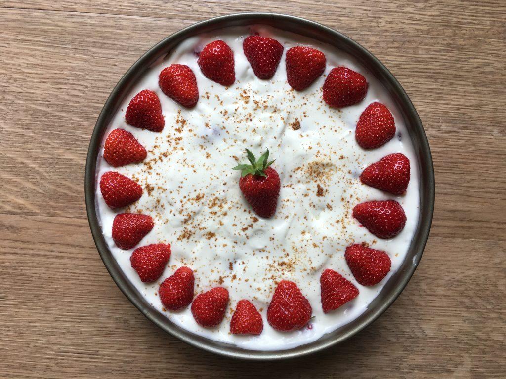 Leckeres Menü für Juni: Spargelbonbons und Panna-Cotta-Erdbeer-Torte